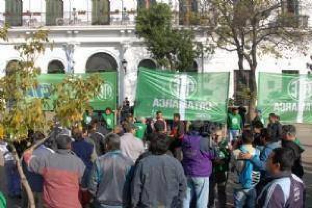 Ruidosa movilización de ATE en reclamo salarial
