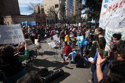 Tras un alto acatamiento a la huelga, los docentes ahora esperan que los llamen
