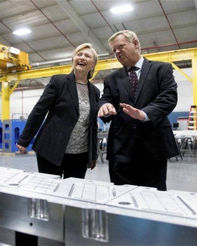 Hillary se aleja de Obama con su plan económico