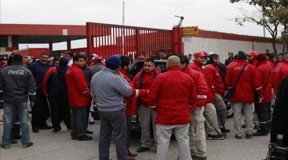 Coca Cola decidió reincorporar a todos los trabajadores