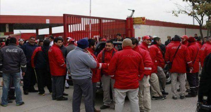 Coca Cola decidi� reincorporar a todos los trabajadores