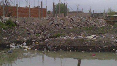 Rellenos clandestinos terminarán por anunlar un reservorio de Lomas