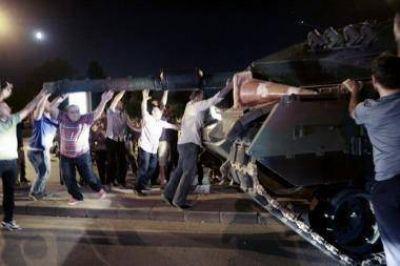 Turquía informó que 81.500 empleados públicos fueron echados tras el fallido golpe