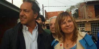 Scioli visitó La Plata y recorrió un barrio con Saintout y referentes locales