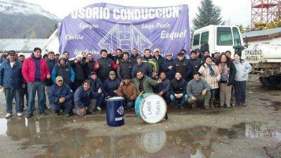 Municipales de El Maitén siguen con el paro