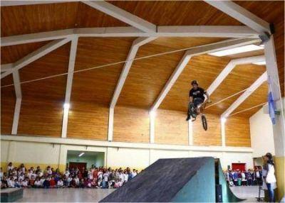 Jóvenes del Skate Park realizaron demostración de acrobacias