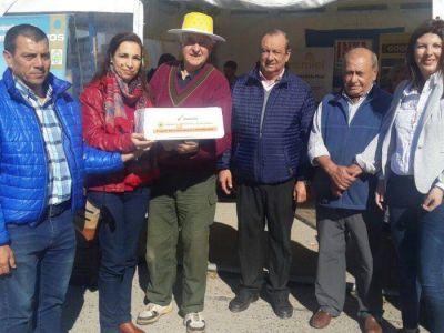 Sánchez y Vásquez recibieron miel para los comedores escolares