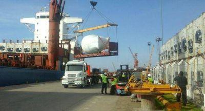 El puerto recibe equipos alemanes para una f�brica de cerveza marplatense