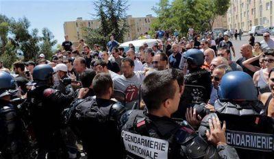 Se extiende el veto al burkini en una Francia con la tensión a flor de piel