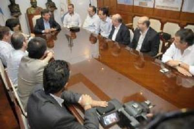 Peppo se reuni� con referentes del Banco Mundial para analizar paquetes de obras h�dricas