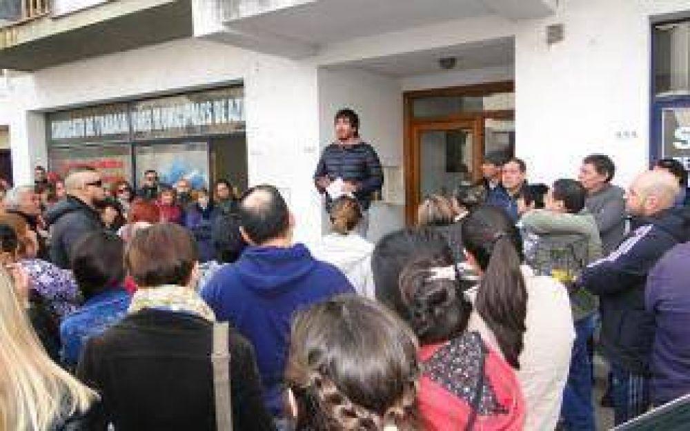 Paro y movilización de trabajadores municipales en Azul