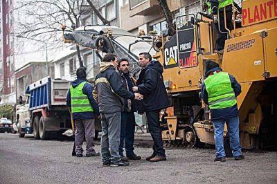 Con fondos provinciales, la comuna repavimenta calles del macrocentro