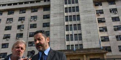Menéndez denunció a Othacehé por malversar fondos públicos