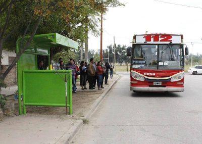 La Municipalidad ya instaló 150 nuevos refugios en paradas de colectivos