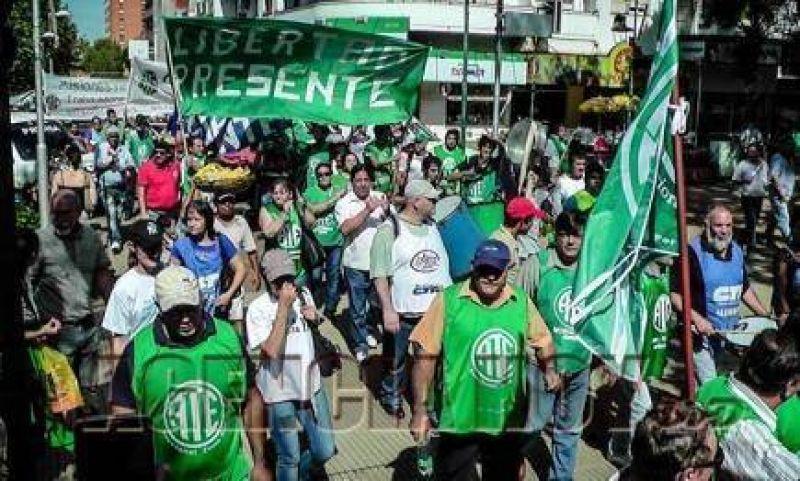 """""""Los trabajadores estamos de pie para enfrentar al ajuste de Macri y Passalacqua"""""""