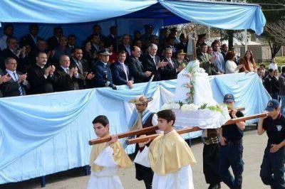 El gobernador encabezó el desfile en honor a José de San Martín
