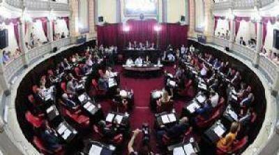 Limitan la reelecci�n de intendentes y concejales