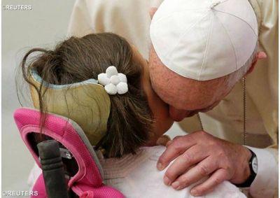 Papa: Jesús Eucaristía pan y paz para el mundo. Con María seamos signos de misericordia