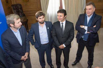 Intendentes opositores piden m�s fondos al PE