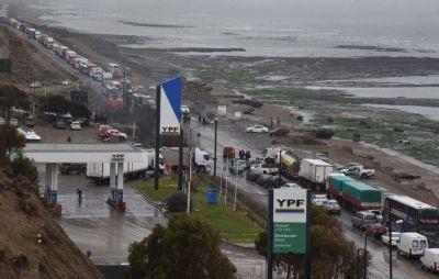 Municipales provocaron descomunal bloqueo en la Ruta 3 durante ocho horas