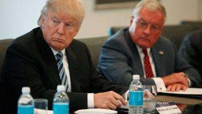 Trump cambia su equipo para frenar la caída en los sondeos