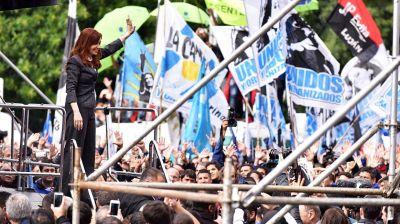 Cristina Kirchner empieza a recorrer la Provincia y se disparan las especulaciones sobre su candidatura