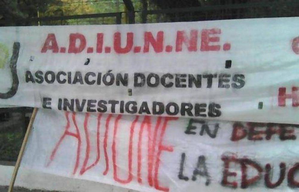 Docentes universitarios de Chaco y Corrientes reclaman la reapertura de paritarias
