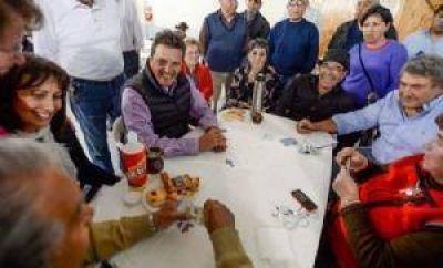 El paso de Massa por Pilar, entre jubilados y militantes