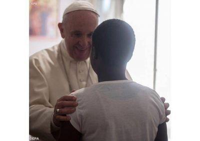 Que sean tomadas por manos que no humillan, sino que elevan y conducen con ternura, auguró el Papa a las mujeres maltratadas