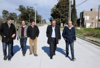 Lunghi recorrió obras de pavimentación