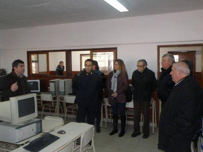 El HCD don� once computadoras a la Academia de Polic�a de Prevenci�n Local