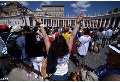 El Papa en el �ngelus: �La puerta de la misericordia de Dios est� abierta de par en par para todos!