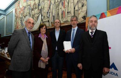 La AMIA presentó un libro sobre la investigación judicial del atentado