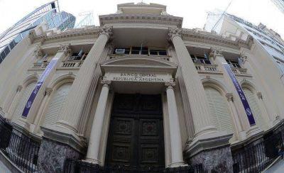 A Prat Gay le quedan 41 mil millones de pesos para lo más complicado del año