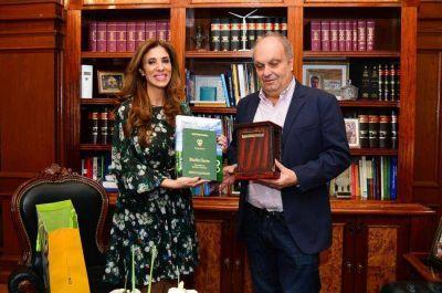 Hernán Lombardi visitó a la Gobernadora para coordinar la llegada de la muestra