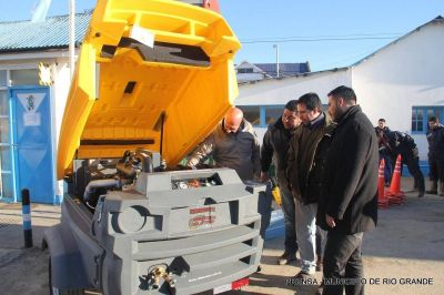 Se entreg� nuevo equipamiento y herramientas para el personal de Obras Sanitarias
