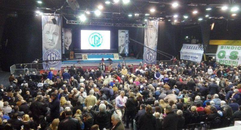 Con críticas a los ausentes, arranca plenario de CGT por reunificación