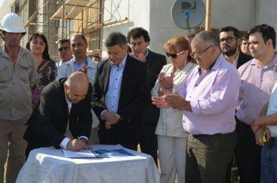 Peppo y Leiva suscribieron el convenio de reinicio de la obra del Terciario Eduardo Fracchia