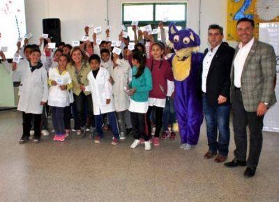 M�s de 2.400 chicos del sur provincial recibieron sus estampillas escolares