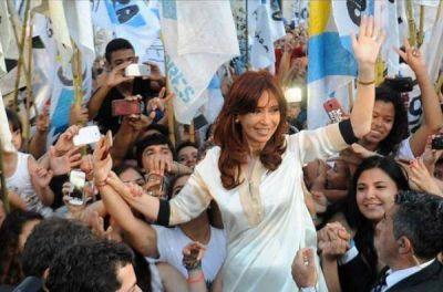 Cristina busca contener a la tropa y evitar fugas de cara a las elecciones legislativas 2017