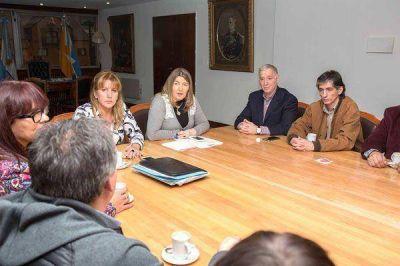 Bertone se reunió con integrantes del Sindicato y del Colegio de Enfermeros
