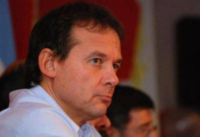 Se empieza a armar sector político para darle pelea al diputado Costa