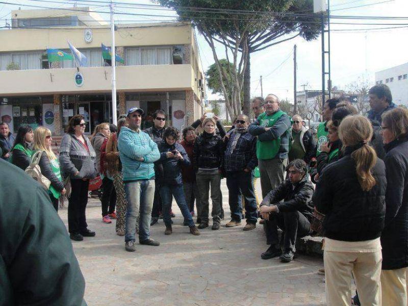ATE Baradero explica los motivos de la carpa en Plaza Mitre
