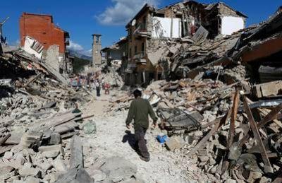 Son al menos 50 los muertos por el fuerte sismo en Italia