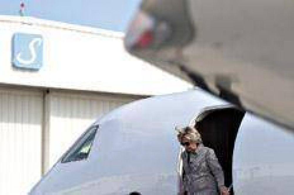 Dos bombas caen sobre Hillary