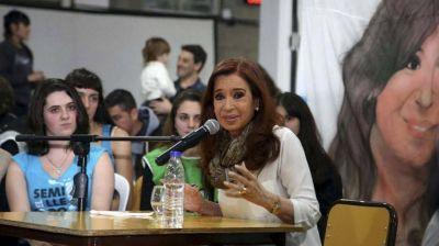 Piden una nueva indagatoria de Cristina Kirchner y que se le proh�ba salir del pa�s