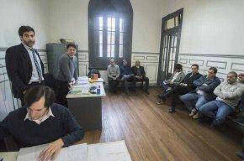 En línea con el Ejecutivo municipal, el Ministerio dilata el conflicto con los trabajadores