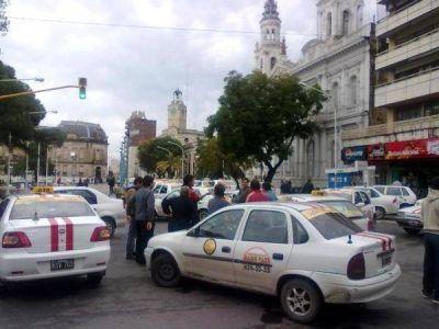 Paraná: Ante la amenaza de un paro y movilización la Municipalidad convocó a los taxistas