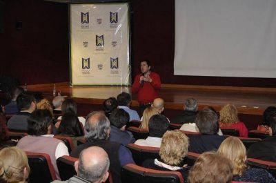 Nardini presentó el primer convenio colectivo para los municipales