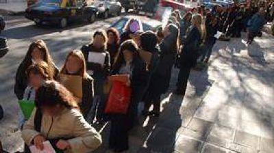 El desempleo juvenil en el país ya superó el pronóstico regional
